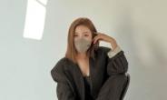 트로트 여신 송가인, 시크+섹시…반전 매력 화보 공개