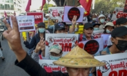 """쿠데타 일으킨 미얀마 군부 """"군사정권 용어 사용 언론 폐간"""""""