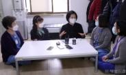 [헤럴드pic] 국립중앙의료원 직원을 만나는 박영선 더불어민주당 서울시장 후보