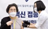 '찜찜한' AZ백신 접종 궁금증…전문의 '입'을 열다