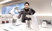 """""""로봇이 내려주는 커피, 365일 일정한 맛이죠"""" [문화 플러스-황성재 라운지랩 대표]"""