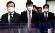 [헤럴드pic] 회의실로 들어오는 도종환 비대위원장