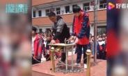 '공부에 방해' 망치로 휴대폰 파괴행사 개최한 中학교 논란