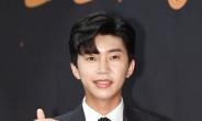 """'실내흡연' 논란 임영웅 """"실망 드려 죄송…질책 새기겠다"""""""