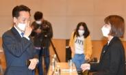 """""""김어준 성역인가"""" """"문자폭탄에 후퇴하나""""…與에 쓴소리 쏟아낸 청년들"""