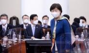 [헤럴드pic] 자리로 향하는 서영교 위원장