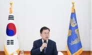 """文대통령 """"방역·경제·백신 성과 객관적 지표로 입증돼…당당해야"""""""