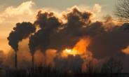 """英 """"G7, 2030년까지 석탄발전 전폐하자""""…日 곤란"""