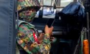 미얀마군 자동소총에 '엽총'들고 저항하는 시민군
