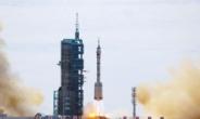 '우주굴기' 中, 오늘 유인우주선 선저우 12호 발사 성공