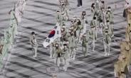 [포토뉴스]황선우·김연경, 태극기 휘날리며 103번째로 입장