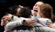 """[펜싱] 펜싱 여자 사브르 사상 첫 동메달…""""이탈리아 10점 차 다시 뒤집었다"""""""