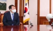 [헤럴드pic] 대화하는 박병석 국회의장과 윤석열 전 검찰총장
