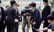 [헤럴드pic] 취재진에 발길질…경찰엔 저항하는 전자발찌 훼손 살인범