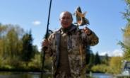 시베리아 숲에서 낚시·하이킹…'마초' 푸틴, 또 건강미 과시