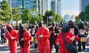 '오징어게임' 차림으로 민주노총 집회 참가한 청년 노조원들