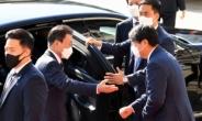[헤럴드pic] 차량에 오르는 문재인 대통령