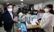 [헤럴드pic] 인사하는 김동연 전 경제부총리