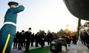 [헤럴드pic] 현충탑을 참배하는 이준석 국민의힘 대표