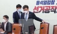 [헤럴드pic] 회의에 참석하는 윤호중 더불어민주당 원내대표