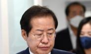 [헤럴드pic] 공약발표장으로 들어가는 홍준표 국민의힘 대선 예비후보