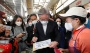 [헤럴드pic] 방명록 작성하는 이재명 더불어민주당 대선 후보
