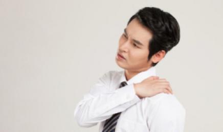 지긋지긋한 어깨 통증, 오십견 의심된다면 정확한 진단 필요