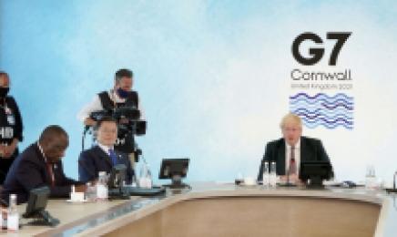 文대통령, G7 확대회의서 英총리 옆자리 '눈길'…보건 리더십 재확인