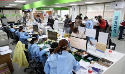 감염세 확산된 광주, 외국인 단체 접종 시작