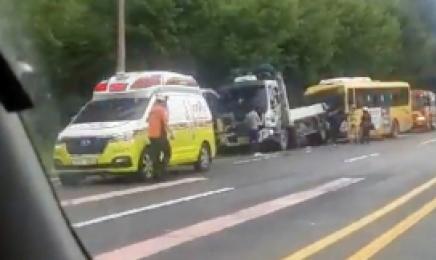 나주서 시내버스가 주차된 화물차 추돌···버스 기사 경상