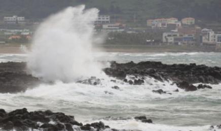 전남 13개 시·군에 태풍주의보…최대 초속 25.4m 강풍