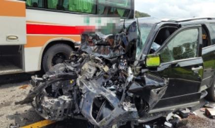 SUV 중앙선 넘어 승용차·버스 충돌…1명 사망· 16명 부상