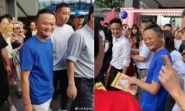 부쩍 수척해진 마윈…반년만에 공개행사 나타나 기념촬영