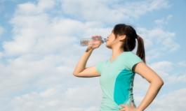 """""""더위에 시원한 음료 대신, 물을 마셨다"""" 몸에 어떤 변화가"""