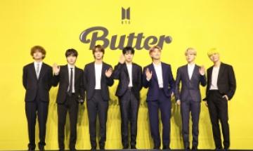 BTS 넘어선 BTS…빌보드 4주째 1위, 21세기 그룹 최초 기록 세웠다