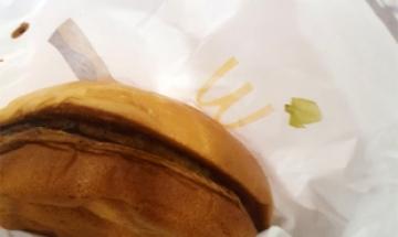 """""""마카롱인 줄"""" 양상추 빠진 맥도날드 햄버거에 '헛웃음'"""