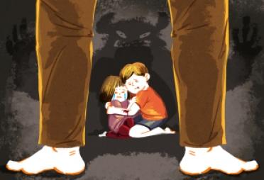 8살 딸 흉기로 찌른 엄마, 14살 오빠가 몸으로 막았다