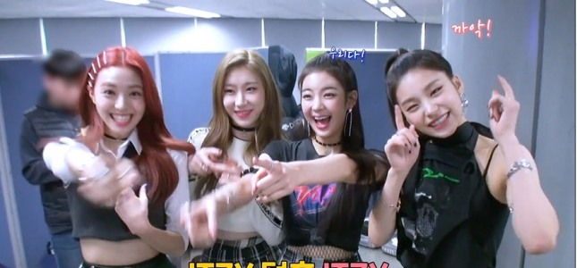 [V Report] ITZY gets emotional over fans' love