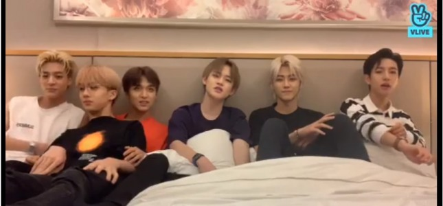 [V Report] NCT Dream members make fun of each other in Jakarta