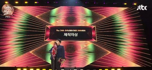 [V Report] Bang Si-hyuk calls for respect for artists at Golden Disc Awards