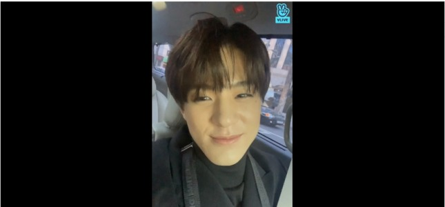 [V Report] NCT Dream's Jeno chats on the move