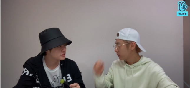 [V Report] NCT Dream's Renjun, Chenle catch up with fans