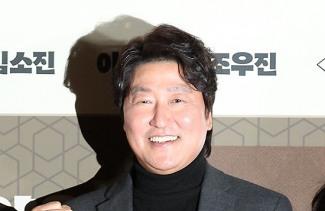 [POP영상]'마약왕' 송강호, 맨살에 흰팬티 호피코트 열연 '엄지척'