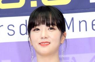 [포토]에이핑크 윤보미, TMI 뉴스의 홍일점