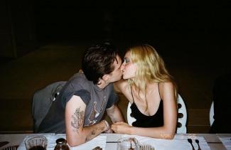 [할리웃POP]'금수저 셀럽' 브루클린 베컴, 미모의 여배우와 키스 포착