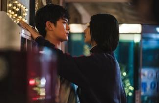 [투데이TV]'사이코지만' 김수현X서예지, 심쿵 스킨십…로맨스 급진전?