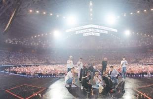 [V Report] Seventeen's forte on full display at concert: K-pop Herald