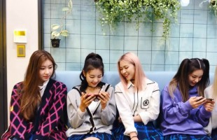[V Report] ITZY shares 'TMI' moment with fans