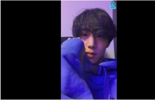 [V Report] GOT7's Mark says hello from home