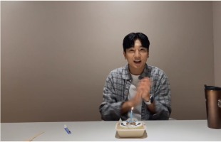 [V Report] Sungjin of DAY6 gets personal on 5th anniversary